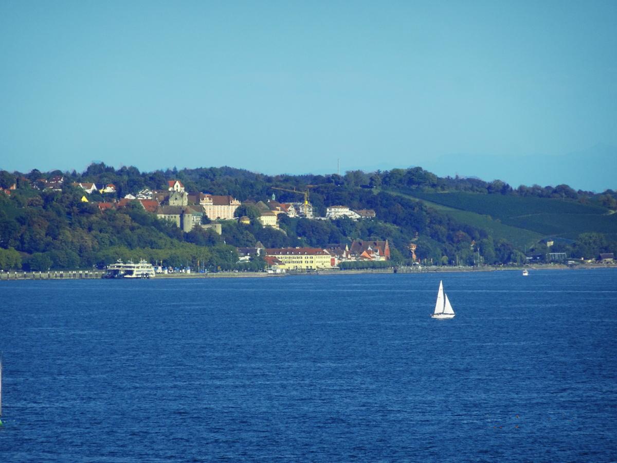 Blick von Mainau nach Meersburg